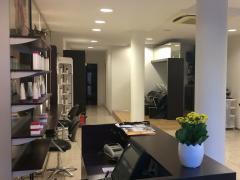 Kapsalon met hedendaagse en moderne inrichting, bestaat al langer dan 8 jaar en met erg trouw en regelmatig cliënteel centraal gelegen in Brasschaat c Antwerpen