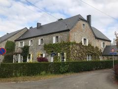 A vendre dans la région de Dinant maison de maître + grange aménagée en gite et chambres d'hôtes Province de Namur
