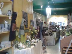 Au Jardin de Giverny ,société de fleurs et cadeaux à remette situation du magasin au centre d'Yvoir ,près du CHU de Mont-Godinne Province de Namur n°2