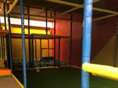 Voor kinderen speelplaats*terrein over te nemen dichtbij centrum van Charleroi Henegouwen