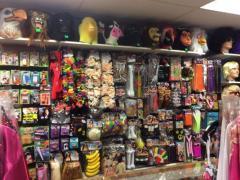 Commerce de location et vente de costumes et déguisements de carnaval, théatre, perruques à reprendre dans la Wallonie, centre ville Localisation non spécifiée n°8