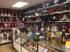 Commerce de location et vente de costumes et déguisements de carnaval, théatre, perruques à reprendre dans la Wallonie, centre ville Localisation non spécifiée n°9