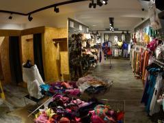 Magasin de vêtements, chaussures et accessoires à reprendre dans le centre ville de Liège Province de Liège n°3