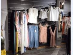 Magasin de vêtements, chaussures et accessoires à reprendre dans le centre ville de Liège Province de Liège n°11