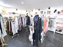 Winkel in kleding, schoenen en accessoires over te nemen in stad Durbuy Provincie Luxemburg