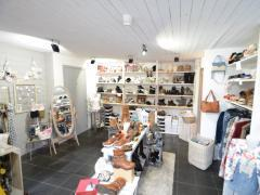 Magasin de prêt-à-porter, chaussures et accessoires à reprendre dans la ville de Durbuy Province du Luxembourg n°4