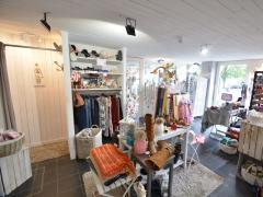 Magasin de prêt-à-porter, chaussures et accessoires à reprendre dans la ville de Durbuy Province du Luxembourg n°5