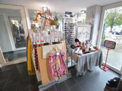 Magasin de prêt-à-porter, chaussures et accessoires à reprendre dans la ville de Durbuy Province du Luxembourg n°9