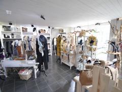 Magasin de prêt-à-porter, chaussures et accessoires à reprendre dans la ville de Durbuy Province du Luxembourg n°14