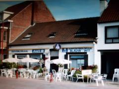 Te koop goed draaiend volkscafé met bijhorende feestzaal in centrum van Lotenhulle Oost-Vlaanderen